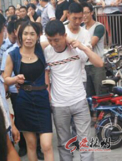 据目击者称该女子跳楼疑因与男友吵架所致.