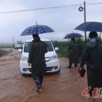 横水镇:镇村干部下沉一线抗洪抢险