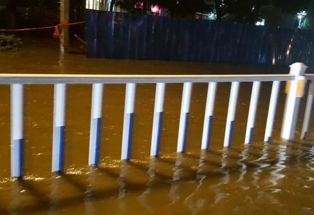 林州:凌晨奋斗在一线的防汛人