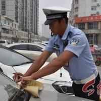 林州:交警与城管联合集中整治违法停车