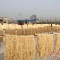 河南林州乡村纪实:纯红薯粉条制作全过程