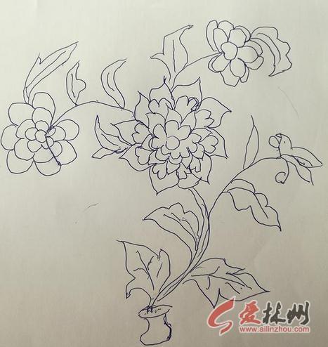 林州:80岁高龄老母用圆珠笔绘制手工画,回想起他们的那个饥饿,贫穷