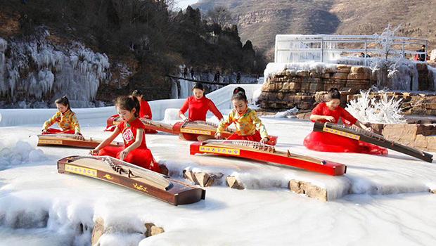林州:悬崖下壮观的冰挂美景,仙女静坐冰上弹古筝