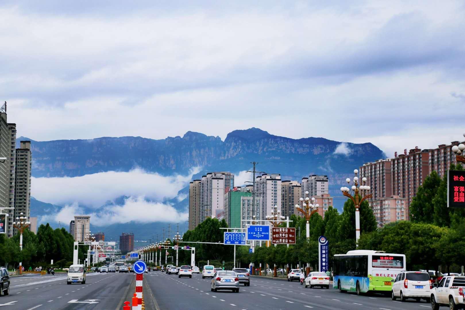 云雾缠绕林州城 三省交界展新貌