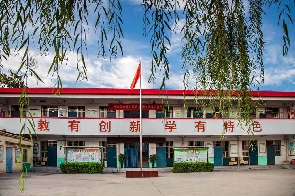 林州:东岗乡村学校换新颜