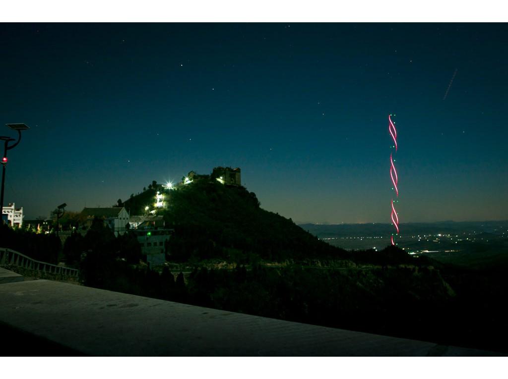 林州:柏尖山上拍流星——夜景闪闪发亮