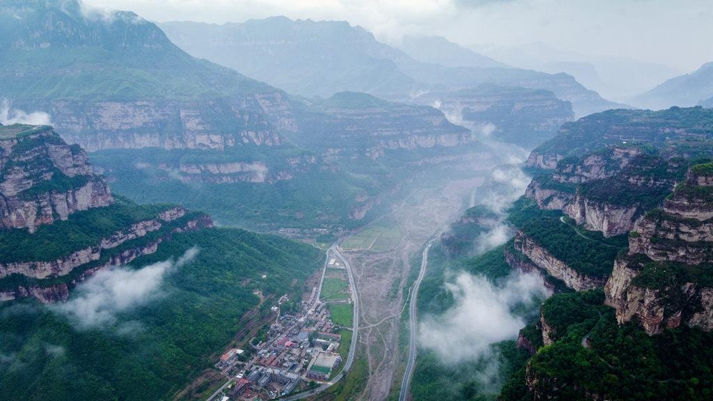 航拍:林州雨后西山奇观——流泻的云雾